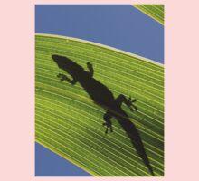 Silhouette Of A Phelsuma Day Gecko On A Palm Leaf. Kids Tee