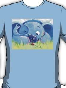 Photographer - Rondy the Elephant with photo camera T-Shirt