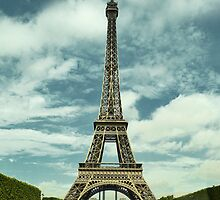 Eiffel Tower by daanielasm
