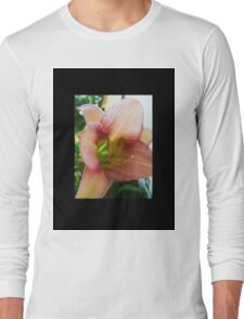 Pink lily, close Long Sleeve T-Shirt
