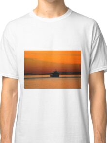 Diving in the sunset Classic T-Shirt