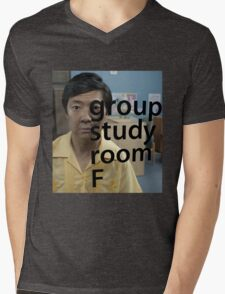 Chang, left out Mens V-Neck T-Shirt