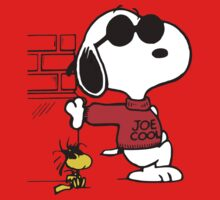 joe cool and woodstock! Kids Tee