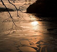 Cracked Ice on Loch by sasshaw