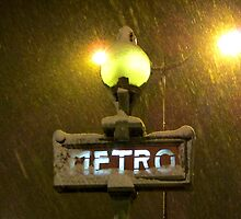 Right now it's snowing over Paris! by bubblehex08
