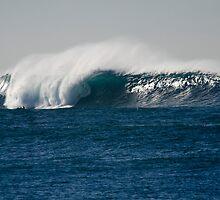 Huge wave, Long Reef by Don Norris