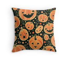 Fun Halloween pumpkins pattern Throw Pillow