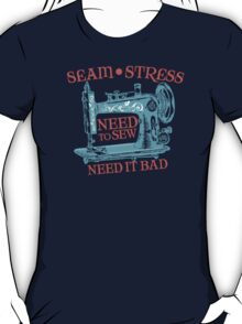 Funny seamstress vintage sewing machine T-Shirt