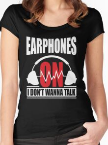 Earphones on I don't wanna talk Women's Fitted Scoop T-Shirt