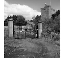 Mains Castle and Gate, East Kilbride by KelNeil