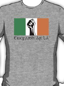 Irish Republican design in Gaeilge T-Shirt