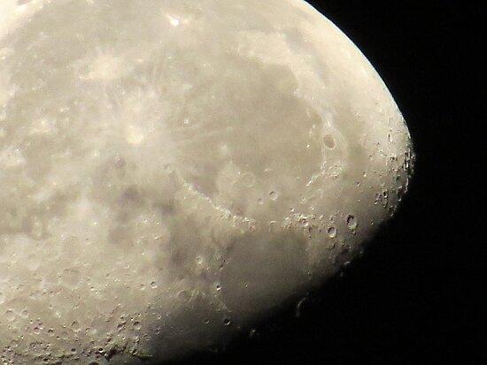 waning moon II - luna meguante by Bernhard Matejka