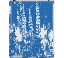Silhoutte of Flowers in Blue and White iPad Case/Skin