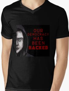 """Elliot """"our democracy has been hacked"""" Mens V-Neck T-Shirt"""