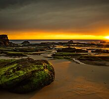 Caves Beach Dawn by bazcelt
