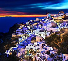 Night falling in Oia, Santorini by Hercules Milas