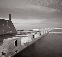 Newcastle Ocean Baths - B&W  by 4thdayimages