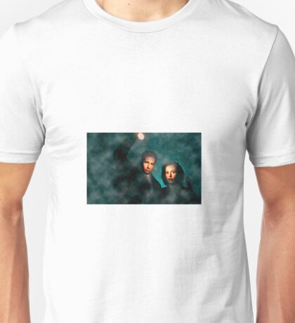 Scully and Mulder - The X Files Unisex T-Shirt