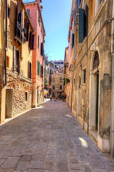 An Alleyway in Venice by Tom Gomez