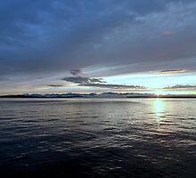 Sunset over the Cascades by Garrick18