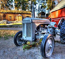 Old tractor by Christian Filberg