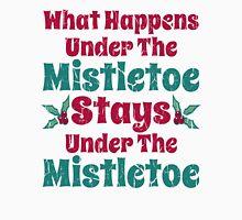 Vintage What Happens Under the Mistletoe Men's Baseball ¾ T-Shirt