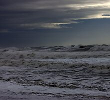 Winter storm on the high sea by heechasky