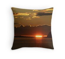 Sun swallowing sea Throw Pillow