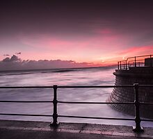 Filey Tidal Surge - Long exposure. by lendale