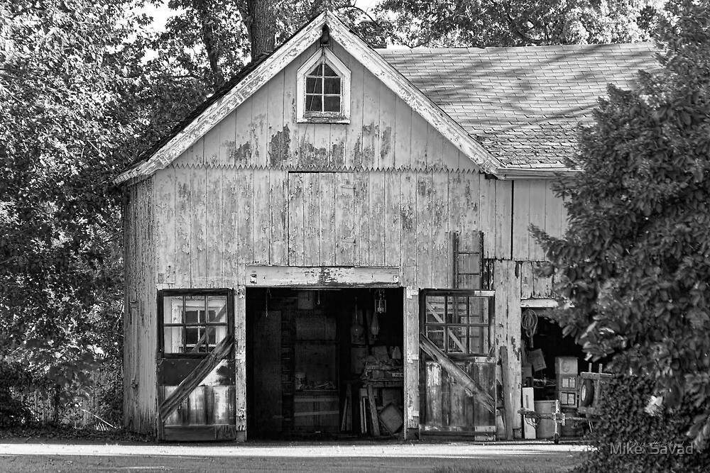 Country - Barn Country maintenance by Mike  Savad