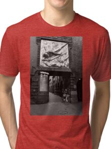 Duck and weave - Bremen, Germany Tri-blend T-Shirt