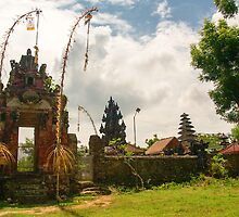 Temple in Nusa Lembongan by jaymephoto