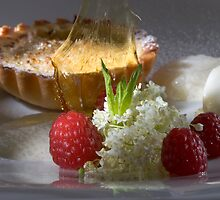 Sour cream tartlet au gratin with elderflower ice cream by Stefan Bau