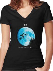 ET Women's Fitted V-Neck T-Shirt