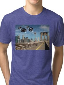 Aliens invade New York Tri-blend T-Shirt