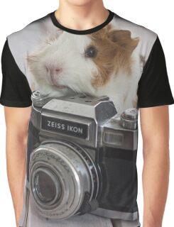 Guinea photographer Graphic T-Shirt