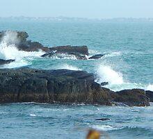 Crashing waves by JayCally