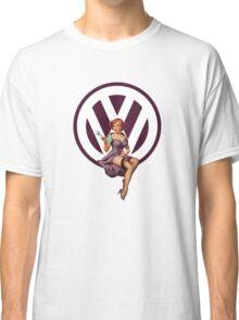 Volkswagen Pin-Up Wrenching Wanda (dark purple) Classic T-Shirt