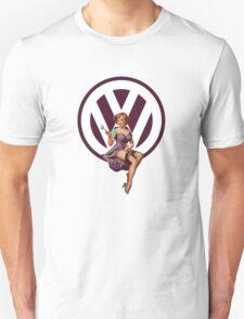 Volkswagen Pin-Up Wrenching Wanda (dark purple) T-Shirt