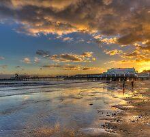 Sandown Pier Sunset by manateevoyager