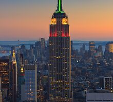 The Empire still on Top - New York City by Henk Meijer