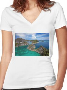 Wonderland Women's Fitted V-Neck T-Shirt