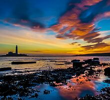 St Marys Lighthouse 3 by Thomas Gelder