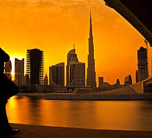 Man watching sunset over Burj Khalifa by naufalmq