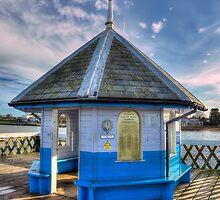 Yarmouth Pier Rotunda by manateevoyager
