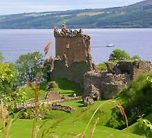 Urquhart Castle by lezvee
