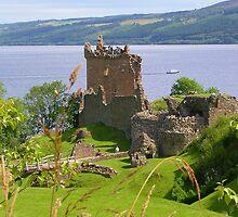 Urquhart Castle by lezvee