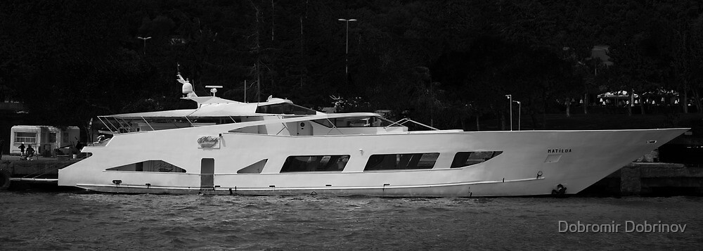 Luxury Motor Yacht by Dobromir Dobrinov