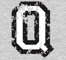 Letter Q (Distressed) two-color black/white character One Piece - Long Sleeve