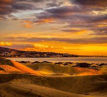 Maspalomas dunes in sunrise by Bård Ove Myhr